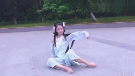 舞蹈表演西游記插曲《女儿情》,小姐姐穿汉服跳舞,太美了