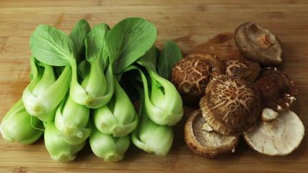 饭店的香菇油菜为啥那么好吃?大厨教你正确做法,端上桌就扫光