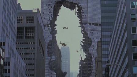 哥斯拉到底有多大,看了这段就明白了,这么高的楼露出大洞