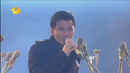 谢霆锋深情演唱《谢谢你的爱1999》,经典旋律带你重温曾经的感动