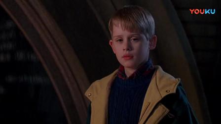 小鬼当家2:圣诞节到来之际,凯文想起贼的话,要洗劫玩具城