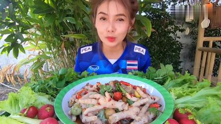 吃播:韩国美女吃货试吃柠檬凤爪,配上薄荷罗勒和生菜,吃得贼过瘾