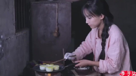 李子柒用土灶做的饭,把子肉第一次吃,锅巴包菜超级香!