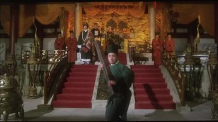 零零恭实力不容小觑,刀枪棍棒打在他身上,倒霉的却是武器!