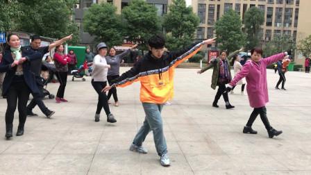鬼步舞入门级《花式》,老师慢动作教学,加上手部动作一起跳