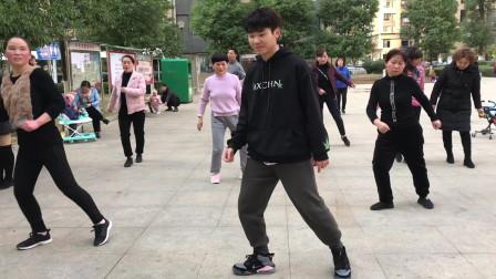 鬼步舞基础步《侧滑》教学,动作不复杂,老师标准动作示范