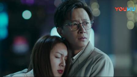 韩庚叫代驾送美女回去,没想到车里只能坐两个人,韩庚只好打车跟上他们