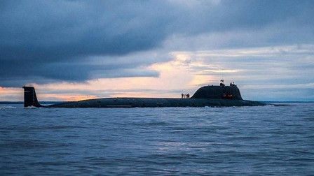 """万吨级""""大黑鱼""""下水,潜深超500米,俄罗斯又和美国玩套路"""