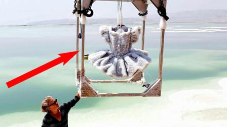 老外把裙子扔到死海最深处,3年后竟变成艺术品,拍出200万的高价