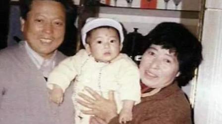 出生28天就遭遗弃,奶奶拾荒将他养大,如今成炙手可热当红男星