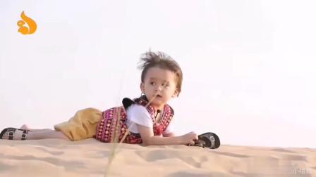 超人回来了:威本联盟去沙漠里玩,还想躲太阳,就在沙子里打滚儿!