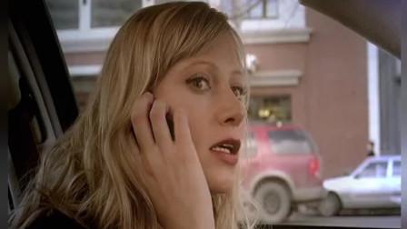 特工女友:坏人想了韦斯,突然韦斯的电话响了,是女友打来的