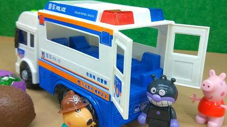 小猪佩奇玩具被偷了!丹尼狗开110警车抓小偷!