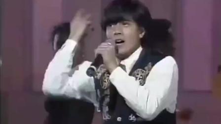 91年郭富城现场表演《对你爱不完》,经典舞蹈动作引发歌迷模仿