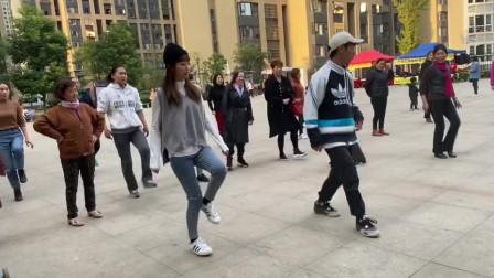 经典鬼步舞《足跟奔跑》教学,舞步时尚,老师慢动作一步一步教