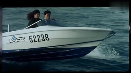 女警员在船上发现人,马上进行却遭到罪的拒捕!