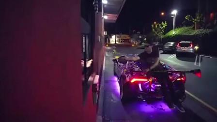 实拍:开着跑车去买麦当劳,车主点餐的方式让服务员懵圈