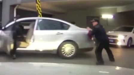 监控:女司机被自己的车碾压,家人表示不能理解,查看监控无语了