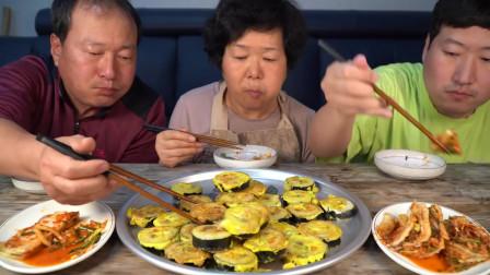 """韩国农村家庭的一顿饭:""""香煎鸡蛋紫菜包饭"""",胖儿子吃得真馋人"""