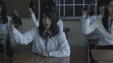 剑走偏锋的日本爱豆,表演途中脱鞋狂甩,这简直就是个杂技团啊
