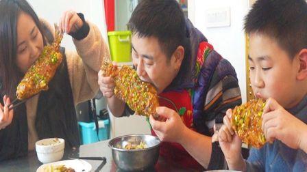 """超小厨做过年必备菜""""香酥脆皮鱼""""3条鲈鱼一锅炸,整条啃更过瘾"""