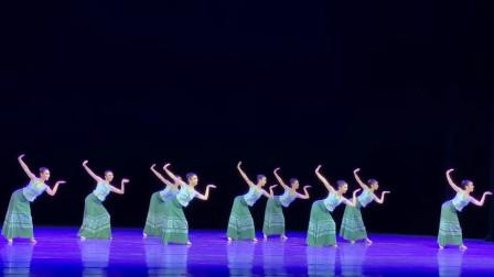 傣族舞的灵动,蒙古舞的豪爽,你喜欢哪个?