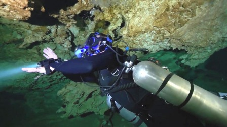 男子潜水设备出现问题,刚下潜到一半,潜水员:我要飞起来了