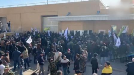 """高喊""""美国去死"""",伊拉克示威者在美使馆放火抗议"""