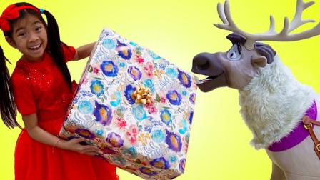真棒!冰雪奇缘的驯鹿能把圣诞礼物送到萌宝小萝莉手里吗?趣味玩具故事