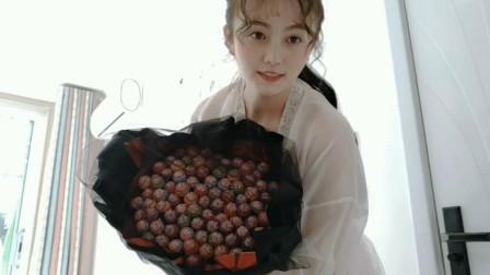 汉服小姐姐巧用棒棒糖制作花束,少女心爆棚,你爱了吗