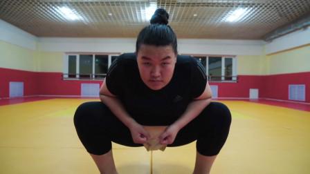 一位蒙古女孩的相扑梦,和男性训练,却无奈无法正式参加比赛