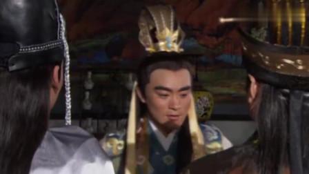 潜龙戏凤:一向昏庸无道的皇上,竟会关心国事来了,王爷满脸疑惑