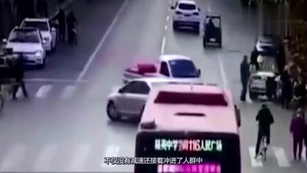 酒驾司机突然直怼路人,接着又撞向一旁轿车,监控拍下可怕视频