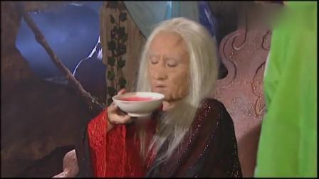 西游记:蟒蛇精元气大伤变成了老太婆,喝了一碗鲜血,竟恢复美貌