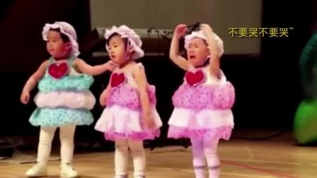 有一种可爱叫做小女孩走秀,走到一半要掀裙子,瞬间成全场焦点!