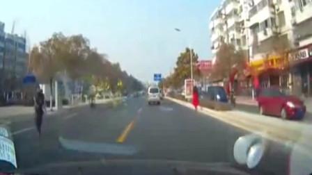 监控:再牛掰的SUV也顶不住女司机上路牙子