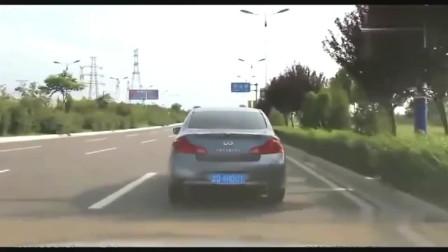 监控:英菲尼迪疯狂别车,路怒哥气不过,直接叫上兄弟约架!