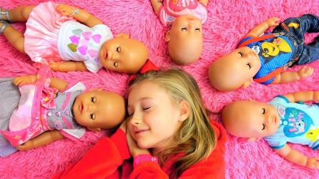 好可爱!萌宝小萝莉有什么办法让小宝宝们不哭呢?趣味玩具故事