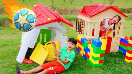 太皮了!萌宝小正太的玩具屋为何会倒塌呢?趣味玩具故事
