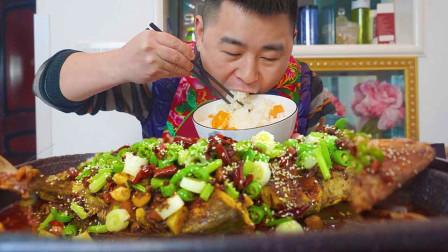 """媳妇逛海鲜市场买硬货,超小厨做""""香辣烤鱼""""配米饭吃真过瘾"""