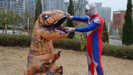 奥特曼真人版:恐龙被怪兽催眠,到处破坏环境,奥特曼用圣果解救