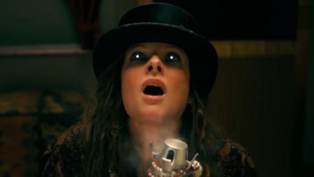 谷阿莫:他在她的陪同下,利用鬼屋对抗专吸孩童闪灵的女杀人魔《睡梦医生》
