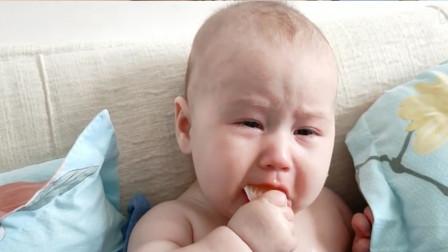 4个月宝宝首次吃橘子,表情到位意外走红,网友:欠你一座奥斯卡