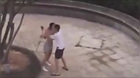 监控实拍神操作:情侣吵架女子当场脱掉衣服 男子瞬间被制服