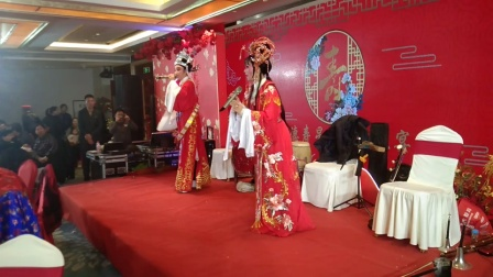 永康百岁寿星宴席上唱越剧《打金枝》热闹非凡。