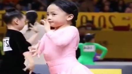 拉丁舞中的小仙女,只要音乐响起,表情包萌爆评委老师!