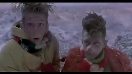 圣诞大甩卖:镇民一涌而上,但是诡异的事情却出现了!
