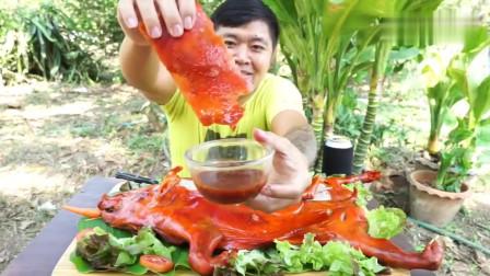 吃播:泰国吃货小哥试吃脆皮烤乳猪,一口气吃一只,这也太奢侈了!