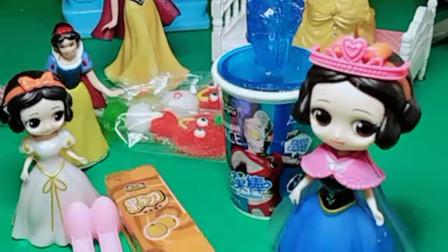 贝儿公主想要吃糖,白雪去给贝儿买了奥特曼星星糖果,可回来了四个白雪到底哪个是真的白雪呢?