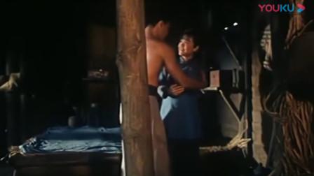 高粱地里大麦熟:小伙帮少妇挑水,结果少妇用这种方式感谢他